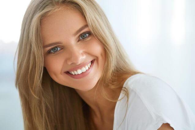 7 הרגלים שאנשים עם שיניים מושלמות אימצו מזמן