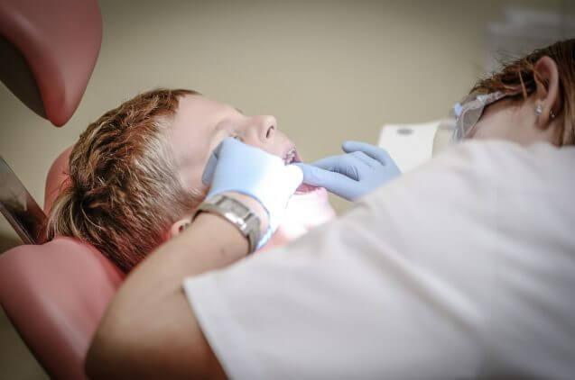 חמישה טיפולי שיניים לילדים שכדאי לבצע דווקא בחופש הגדול