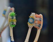 עוד לא עבר זמנה: שימושים מפתיעים במברשת שיניים ישנה