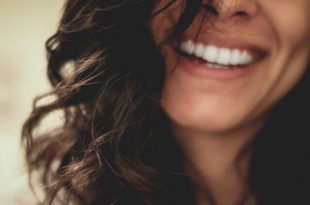 שחזור שיניים קדמיות: 4 מקרים בהם כדאי לבדוק