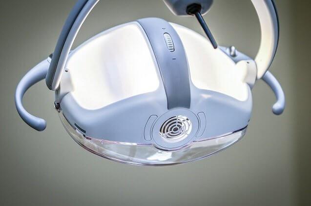 רופאי שיניים מומחים: באילו מקרים חשוב לפנות למומחה בתחומו?